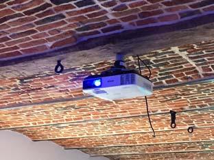 installation_video_projecteur_dans_salle_avec_voute-Visio-id