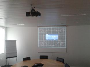 Salle de réunion équipé d'un projecteur vidéo